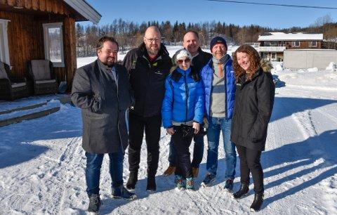 Fra venstre: RU-direktør Ole Kolstad, ordfører Geir Waage, RUs Annfrid Olsen og Reidar Ryssdal, Torbjørn Aag fra Kunnskapsparken Helgeland og Ina Trælnes, Visit Plura.