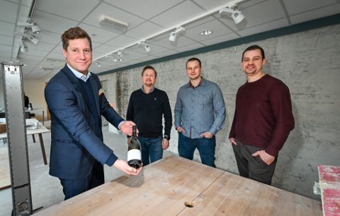 (F.v.) Bjørn Immonen, Tommy Skog, Oddgeir Sørensen og Anders Edvardsen starter vinbaren Rust ved Nytorget i sentrum.