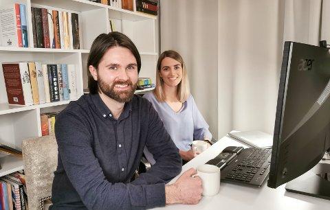 Psykologene Bjarne Husum Øverland (29) og Ingeborg Berg Nilssen (29) har etablert en psykologtjeneste som kan brukes av folk over hele landet.