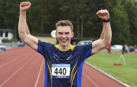 Et eneste stort smil: Anders Gaarud fra RFIK kunne koste på seg det store smilet etter å ha satt tre flotte personlige rekorder på hjemmebane.