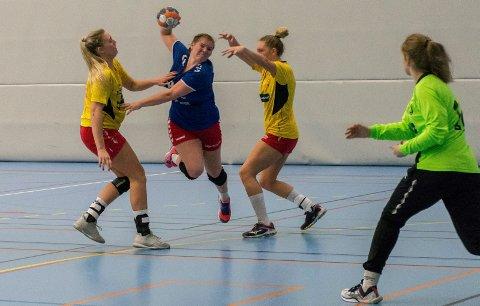 MÅLSCORER: Malin Vågen scoret to mål mot Haslum. Bildet er fra en tidligere kamp mellom HSK og Hokksund.