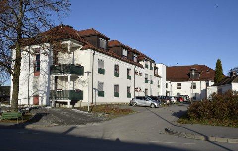Skal erstattes, ikke fjernes: Hønefoss sykehjem har en bygningsmessig standard som ikke tilfredsstiller morgendagens omsorg, og plassene må erstattes i en ny bygningsmasse, skriver Runar Johansen i sitt leserinnlegg her.