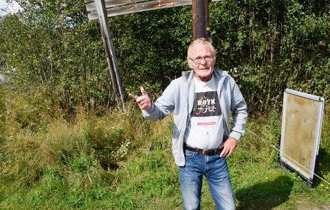 NEKTER INGEN: Arild Henriksen nekter ingen å bade, men adkomstveien er stengt for kjøretøyer.