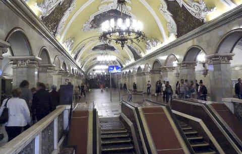 Metrostasjonen i St. Petersburg er et vakkert skue.