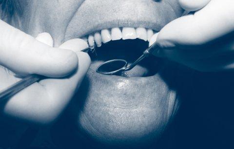 Pasient hos tannlegen. Sitter i tannlegestolen. Tannlegekontor. Tannlegeskrekk. Redd for tannlegen. Amalgan. Fyllinger. FOTO: SCANPIX - - MODEL RELEASED - MODELLKLARERT - -