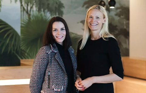 NY SJEF: Vibeke Hansen (t.v.) får gode skussmål av konserndirektør Karin Greve-Isdahl.