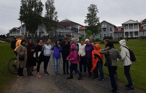 FIKK FRIVILLIGHETSPRISEN: Et sted mellom 10 og 20 damer med ulik innvandrerbakgrunn deltar på de ulike aktivitetene og arrangementene i regi av Kvinneklubben i Lørenskog. Bildet er tatt på Losby.
