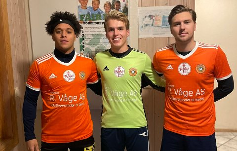STORSEIER: Edvin Langseth (t.v) scoret 10 mål i 15-0-seieren over Flisbyen.