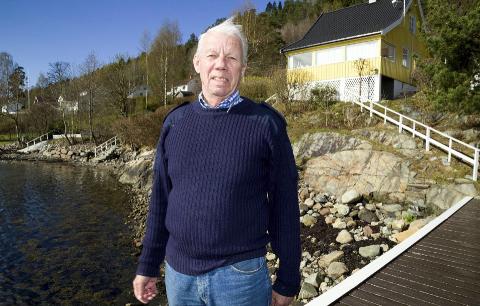 URIMELIG: Lars Kjellerød fikk lov til å gjøre om hytta til bolig (bruksendring), men er ikke fornøyd med gebyret på 45 000 kroner.