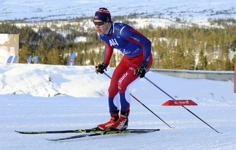 FIN UTVIKLING: Eivind Kjennerud var alene om å representere Sande sportsklubb i NM i Meråker. Den unge seniorløperen gjorde en god figur der. Foto: Svein-Halvor Moe