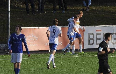 Vinnermålet: Péter Kovács, Eirik Offenberg og Håvard Storbæk feirer 1-0-målet mot Kjelsås som sendte laget videre fra andre runde i cupen. Foto: Øystein Styrvold