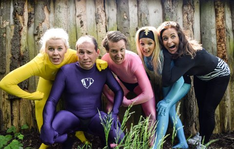 Trine Lise Aadne (til venstre), Espen Rolstad, Frode Aleksander Rismyhr, Anette Holand og Monica Hofstedt-Moe presenterer Super Ivo (Ivo DaCapo).