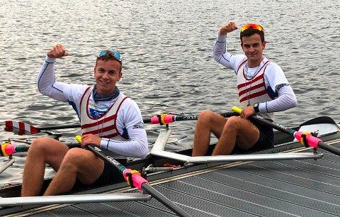 SEIER: Oliver Melnes t.v.) og Jacob Gundersen vant dobbeltsculler i en regatta i Tyskland.