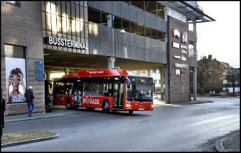 TILBAKE: Fra mandag når skolene igjen åpner for 1.-4. trinn, vil skolebussene også være tilbake i normal drift.