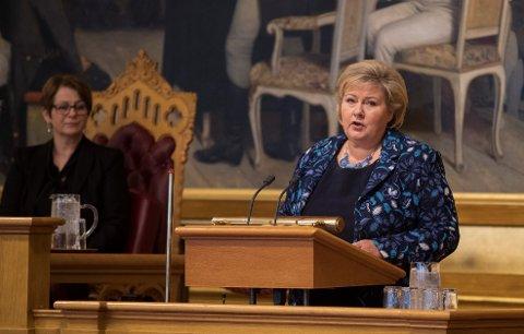Statsminister Erna Solberg ber nordmenn få flere barn.