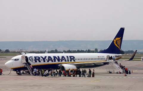 Ryanair er ett av flyselskapene som prøver å selge tilleggstjenester til passasjerene helt fram til avreise.