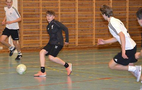 SENTRAL 15-ÅRING: Ole Herman Opås er bare 15 år, men markerte seg likevel grundig med scoring i både semifinalen og bronsefinalen for sitt Askim-baserte Joya Bonito-lag.