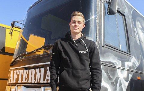 Fornøyd: Marius Aandstad (19) er fornøyd med bedriftens utvikling og håper å fortsette med Proffbuss.