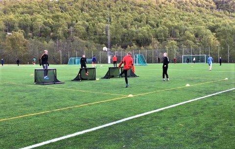 ENDELEG I GANG: Jotun starta opp att med treningar for ungdomsfotballen i førre veka. No oppmodar kretsen at andre klubbar følgjer etter med treningar for  alle aldersklassar, frå seksåringar og opp til A-lag for begge kjønn.