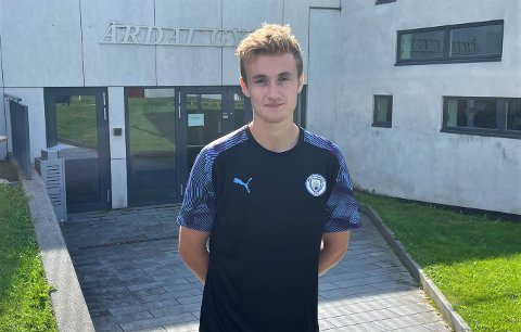 TØFFING: Simen Heggheim Mannsverk (20) fekk beskjed om at han aldri kunne spela fotball meir. No er han tilbake på bana mot alle odds.