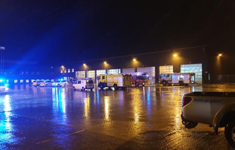 Sju utrykningskjøretøy er ved Stangeland Gruppen i Sandnesvegen tirsdag ettermiddag etter melding om verkstedsbrann.
