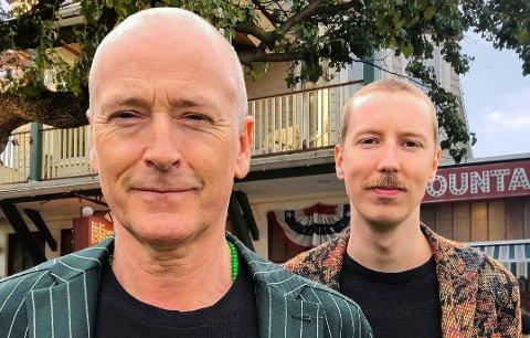 TELTTUR: Sammen med multiinstrumentalist Thomas Gallantin skal Morten Abel (t.v.) i sommer utforske duoformatet. I slutten av måneden skal de til Jørpeland for å opptre i sommerteltet.  Pressefoto.