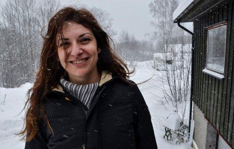 NY I SVELVIK: Anastasia Zafeiropoulou flyttet fra Hellas til Svelvik i januar. Nå prøver hun å bli vant til de nye omgivelsene.