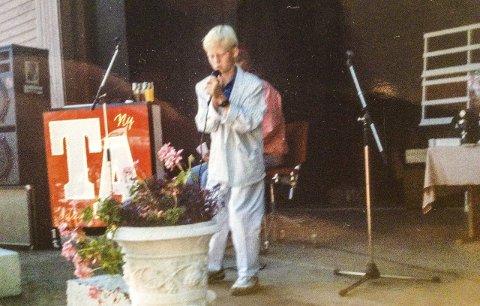 FØRSTE GANG: Her i Brekkeparken hadde 11 år gamle Bjørn Vidar Solli fra Kleiva sin scenedebut. Han sang «Rock around the clock». – Jeg var veldig glad i 1950-talls rock. Og Jerry Lee Lewis var en favoritt. FOTO: Privat