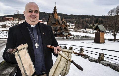 GLEDER SEG: Sokneprest i Heddal, Terje Nyvoll-Todnem er glad for at menigheten nok en gang har bestemt at kollekten fra lysmessa 10. desember skal gå til inntekt for Familiehusets aktivitetstilbud.
