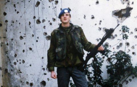 1989/90: Harald Skårnes en av 2300 som i dag får Forsvarets medalje for internasjonale operasjoner. Norge sendte den første kontingenten av gårde i 1978 og rundt 22 000 personer tjenestegjorde i FN-styrken.
