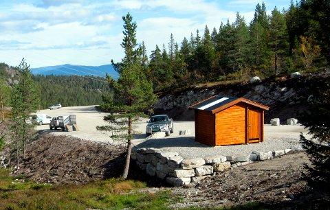 MYREGVARV: Øverst i Gavlesjåvegen er det to store parkeringsplasser som benyttes både av hyttefolk og folk som skal på turer innover på Lifjell.