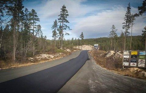 BEDRE VEI: Fra grus til asfalt opp mot Liatoppen.