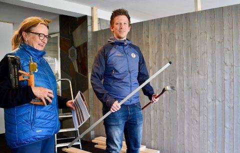 DUGNAD: Mari Beitnes, Fred-Ronny Johannessen og gode medhjelpere har allerede lagt ned mange hundre dugnadstimer med inventar og renoveringen av lokalene til Notodden Turlag.