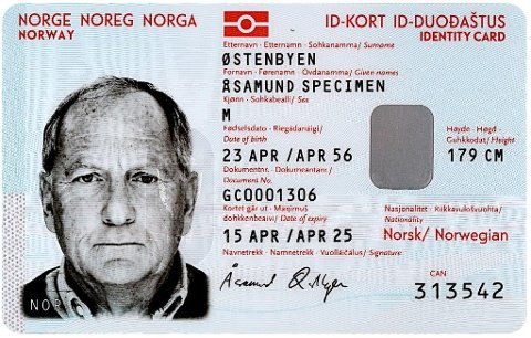 Dette er forsiden på et nasjonalt ID-kort med reiserett som nå kan bestilles hos politiet.