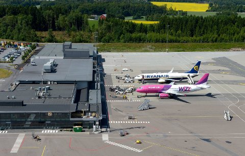 EVAKUERT: Etter funn av en mistenkelig gjenstand i sikkerhetskontrollen valgte flyplassledelsen å evakuere Torp lufthavn mandag morgen.