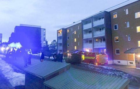 BLE EVAKUERT: Ingen personer ble skadet, men beboerne i en blokkleilighet i Solbergskogen ble evakuert da det oppsto komfyrbrann torsdag kveld.