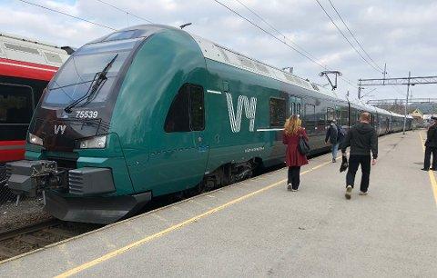 MANGE KOKKER: Vy, Bane Nor, Entur, Togservice – det er mange navn å forholde seg til på norske toglinjer. Og flere skal det bli.
