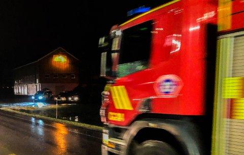 RYKKET UT: Brannmannskaper fra tre stasjoner i Vestfold interkommunale brannvesen rykket ut da den dramatiske brannmeldingen kom fredag kveld. Bildet er tatt i en annen sammenheng.
