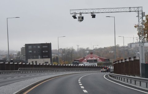 BOM STOPP: Torsdag blir det slutt på bompengeinnkrevingen i Presterødbakken.