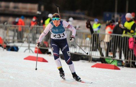 SUSTE INN TIL SEIER: Steinkjer Skiklubbs Vibeke Kvistad Dengerud plaffet ned 19 av 20 blinker og gikk inn til seier i klassen K20-22 år på normaldistansen i prøve-NM i Granåsen lørdag.
