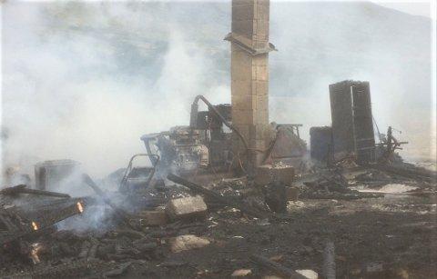 DØRÅLSETER: Slik så det ut etter at flammene hadde herjet ved turiststedet Dørålseter i Folldal.