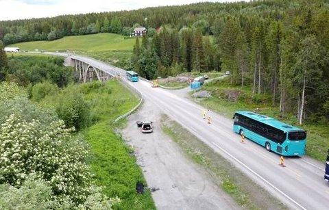 UTBEDRINGSARBEIDER: Stavåbrua langs E6 i Rennebu i skla utbedres, nor som medfører store trafikkproblemer og mye venting for de vegfarende.