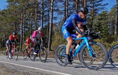 Per Eskeland (nærmest) fra Gjerstad åpnet sesongen med en ellevteplass i Stjernetråkken søndag.