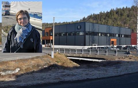 Daglig leder Anne Hudalen forteller at bedriften tok i bruk det nye bygget allerede forrige mandag. Aust-Agder Blad har fått lånt bilder av Mesel & Sønner til denne bildeserien.