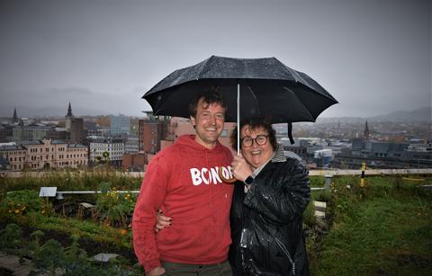 Olaug Bollestad møtte bybonden Andreas Capjon som drifter GrowHub på The Hub