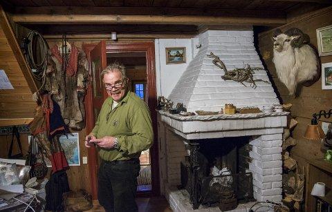 EVENTYRLIG: Kurt Oddekalv (59) sitt hjem er eventyrlig, som mannen selv.                              – Meningen med livet har alltid vært å rydde i drit til jeg dauer. Det holder jeg meg til, sier miljøkrigeren. Selv om han har fått drypp har han ikke tenkt å gi seg. FOTO: EIRIK HAGESÆTER