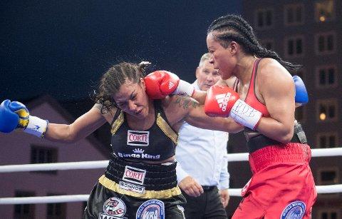 Cecilia Brækhus vinner over Erica Farias første gang hun bokser på hjemmebane.