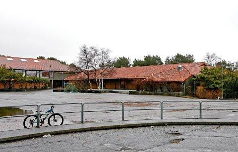 Haukedalen skole stenger av gymsalen etter funn av gamle plater som kan inneholde asbest.