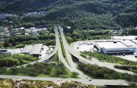Slik er den nye firefeltsveien tegnet fra Arna-siden mot Voss.