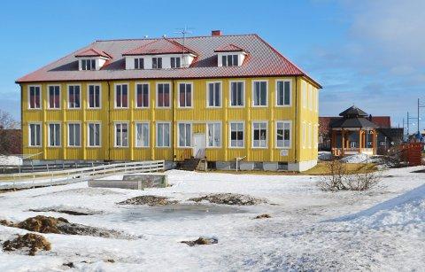 Formannskapet er enig med rådmannen, og vil lyse ut gammelskolen på Andenes for salg igjen.